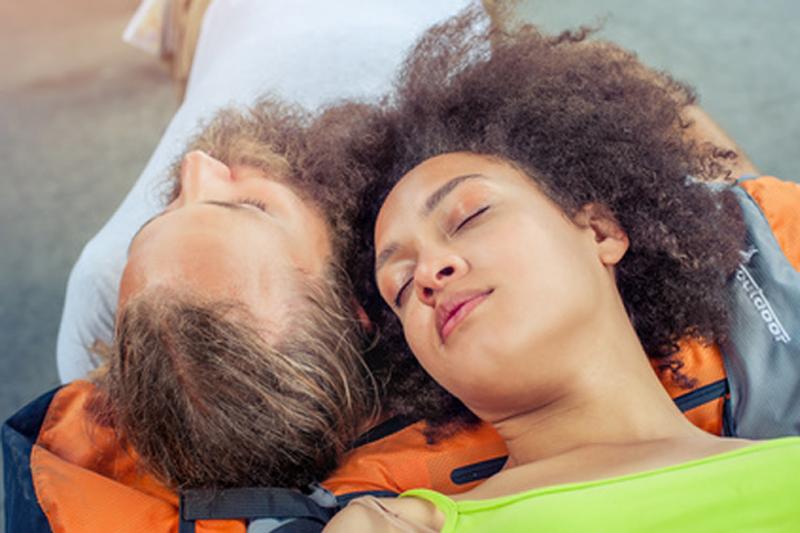 Gesund Schlafen auf Reisen – Tipps für Backpacker
